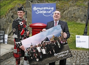Alex Salmond asks Roddy to give him a hand with the Homecoming 2009 campaign.